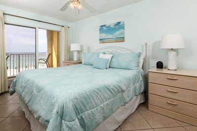 Master bedroom has a king size bed - Master bedroom has a king size bed and access to the private beach front balcony