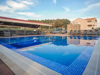 Photo for One bedroom apartment with terrace and sea view Caska (Pag)