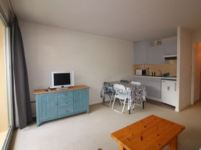 Photo for Studio cabin with balcony, 4 people in the heart of the city and close to the hot sand