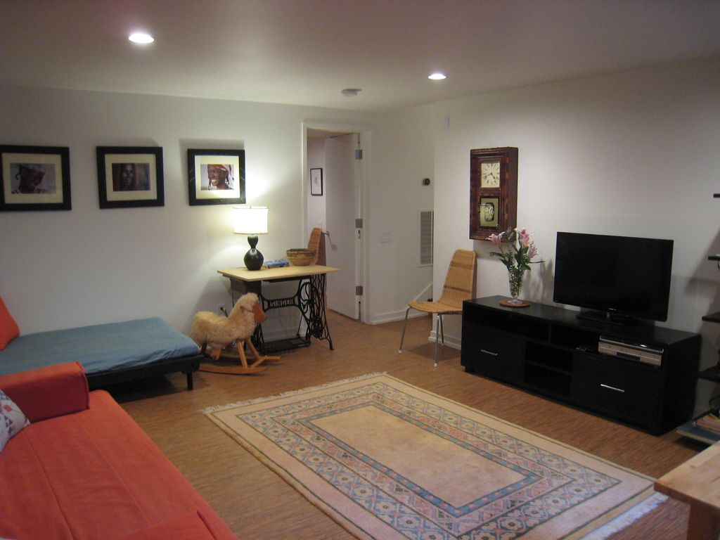 Peaceful apartment 17 min to Nat'l Mall, IMF, WB, KenCen
