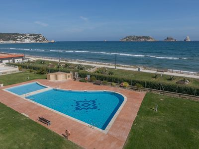 Photo for 2 bedroom apartment in first sea line in Estartit. Sea views, terrace, shared pool (Ref:H39)