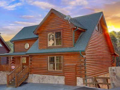 Photo for Bear Crossing Lodge is just minutes from Pigeon Forge