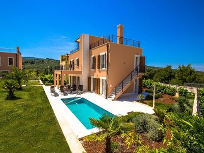 Photo for In the center of Splitska with Internet, Pool, Air conditioning, Parking (755988)