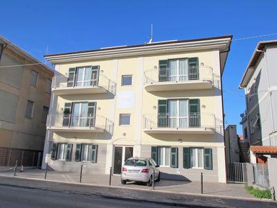 Photo for Lovely apartment for 3 guests with A/C, WIFI, TV, pets allowed and parking