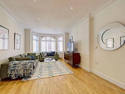 Photo for Bright Three Bedroom Apartment in Hammersmith - 37