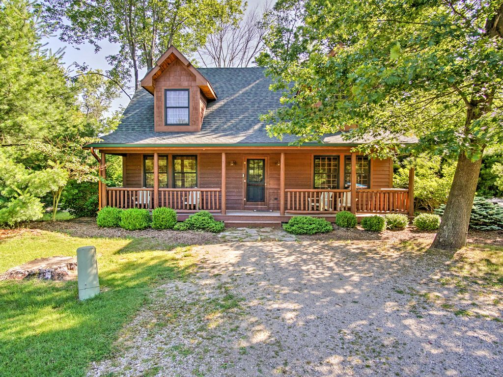 rustic 3br saugatuck cabin w private hot t vrbo