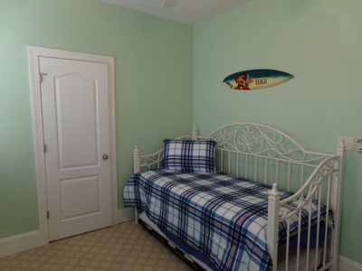 like new condo duplex two blocks from ocean with easy access