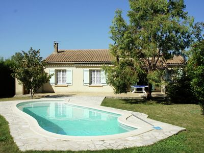 Photo for Bungalow with pool ideally located in Provence