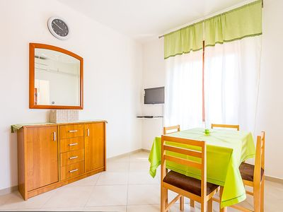 Photo for Apartment in the center of Banjole with Parking, Internet, Air conditioning, Terrace (143377)