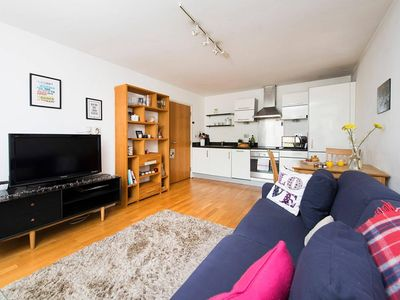 Photo for Lovely and Bright 1BR Flat in Islington