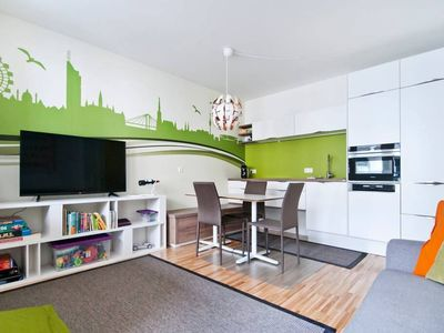 Photo for Modern 2 bedroom apartment, @ Belvedere & City with access to public transport
