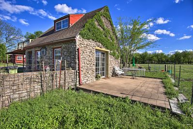 Welcome to 'Rockhouse Cottage,' your Tulsa countryside home-away-from-home!