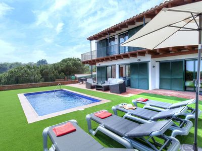 Photo for Nice apartment for 8 people with WIFI, A/C, private pool, TV, balcony and parking