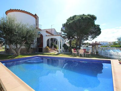 Photo for Cozy holiday home in Empuriabrava with private swimming pool, garden and mooring