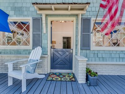 Photo for Half a block to everything.3 Bedroom Beach cottage on Balboa Island