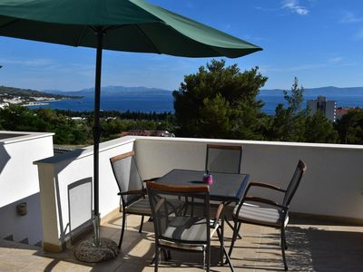 Photo for One bedroom apartment with terrace and sea view Tučepi, Makarska (A-13624-b)