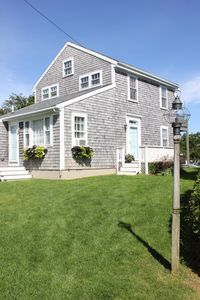 Photo for Adorable island home--walk to town, bike to beach!