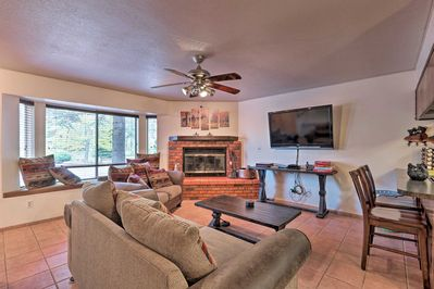 Explore the Arizona High Country from this Pinetop vacation rental townhome!