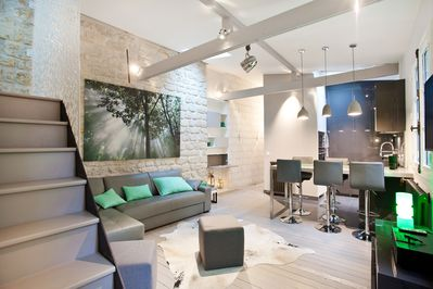 Living areas with high ceiling and beams