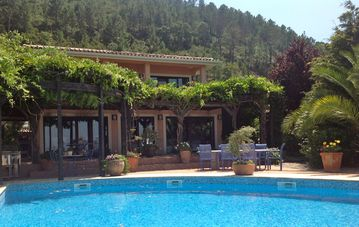 Designer luxury villa, all en-suite, pool, fab views, grand piano, free wi-fi