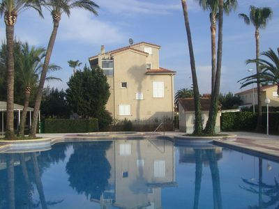 Photo for Spacious villa with pool in the country by Uzès