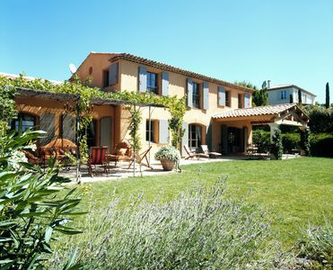Photo for Splendid Mas Provençal in a green setting 5 minutes from the center of Aix