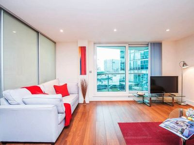 Photo for Vaux-St.George's Sq. · Urban 1 Bedroom Apartment Near Westminster