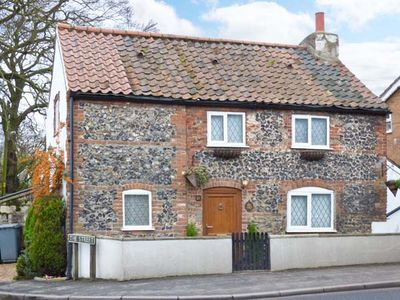 Photo for 1 FAKENHAM ROAD, pet friendly, with open fire in Lenwade, Ref 905524