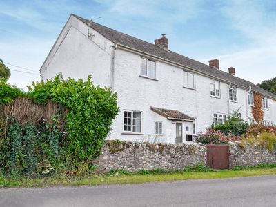 Photo for 3 bedroom property in Bettiscombe. Pet friendly.