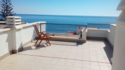 Photo for Apartment with Roof Terrace next to the Beach