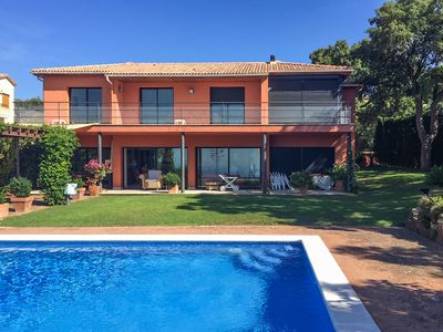 Photo for Spacious villa with pool and fantastic sea views.