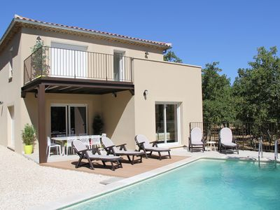 Photo for Quiet spacious villa, bright, sunny, private pool overlooking the ventoux