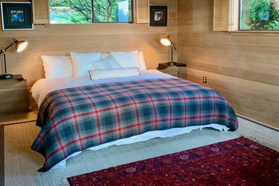 The master ensuite has a king size bed with a foam mattress & linen sheets.