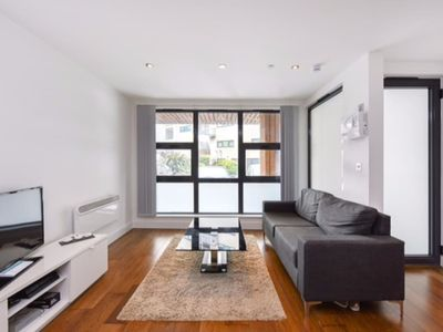Photo for Canary Wharf 2 Bedroom Flat With Parking