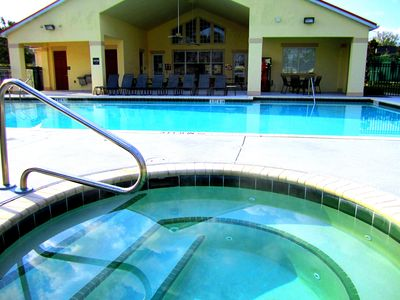 Spacious Jacuzzi...Heated Pool...Club House with Gym, Theater, Free WiFi