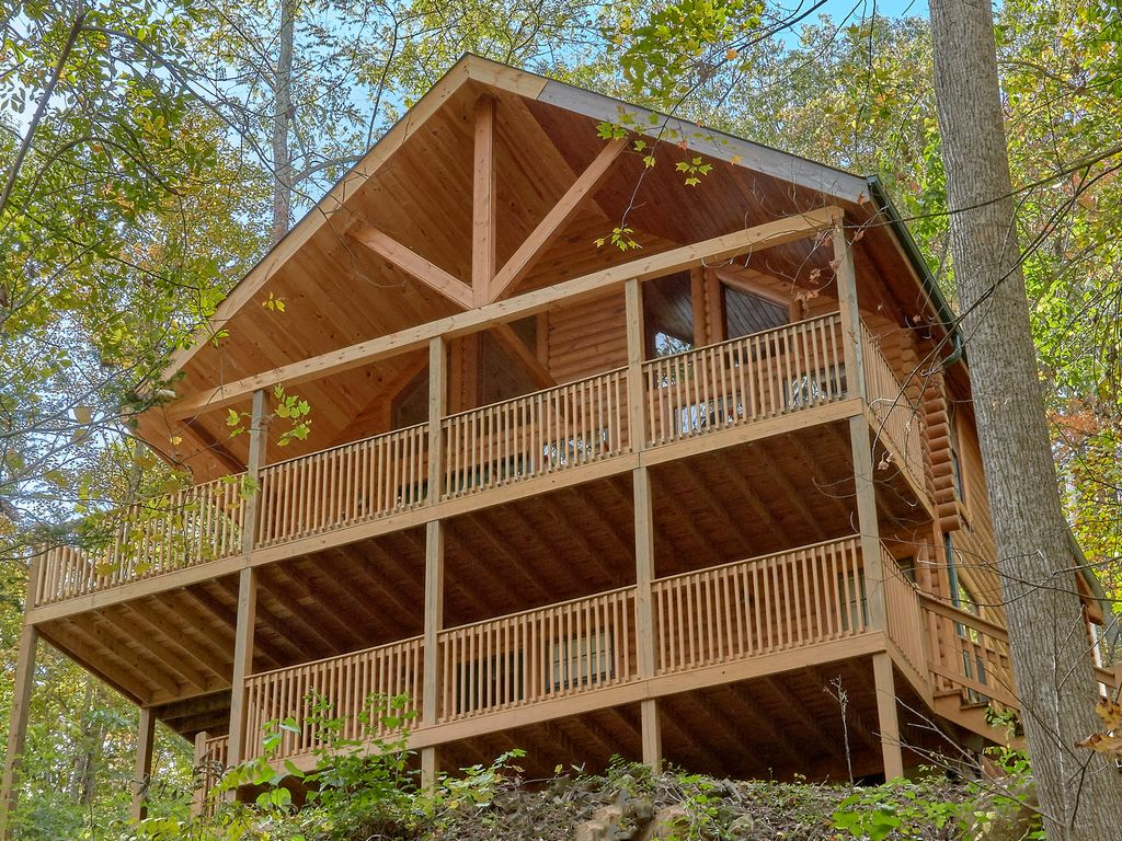Amazing 2 Bedroom Cabin With Jacuzzi Hot Tub Out Light 10 In