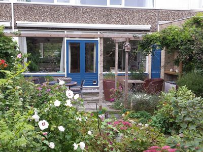 Photo for Lovely holiday home in a quiet neighbourhood, around 8km from the beach and the centre of The Hague