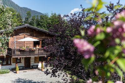 The exterior of Chalet pres des Cimes in summer