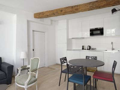 Photo for L'Ecusson, charming apartment with parking