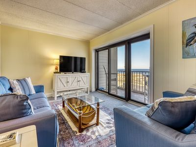 Newly-renovated, waterfront condo w/ gorgeous ocean views & easy beach access!
