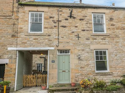 Photo for HARE & HOUNDS HOUSE, pet friendly in Allendale, Ref 985624