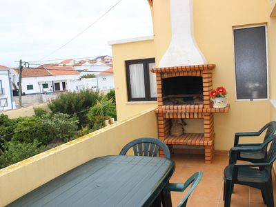 Photo for House / Apartment com varanda, 2 Km from Baleal, fully equipped
