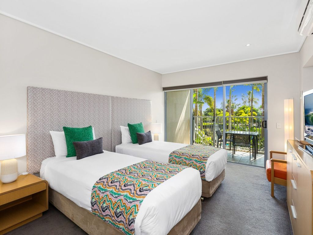 PEP8125 TWO BEDROOM RESORT APARTMENT WITH PLUNGE POOL, Kingscliff ...