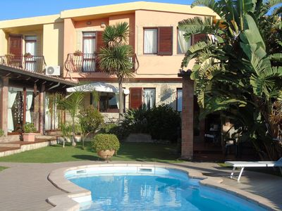 Photo for Lovely villa with private pool, a romantic oasis just minutes from the sea.