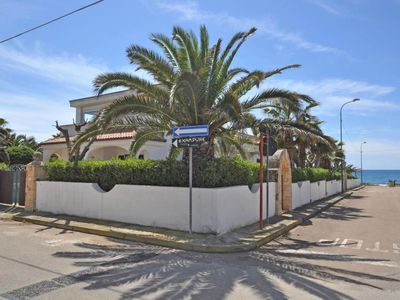 Photo for 4 bedroom Villa, sleeps 12 with Walk to Beach & Shops