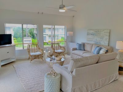 Photo for Remodeled 3 Bedroom Condo, Sleeps 10, Min to Beach, AC Units, Pools, Hot Tubs