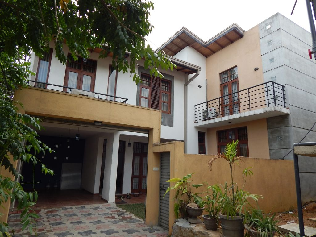 Fully furnished house for long or short term rent