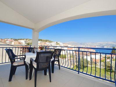 Photo for BLUEHOUSE 3 apartment for 2+2 persons with sea view, 250m from a pebble beach