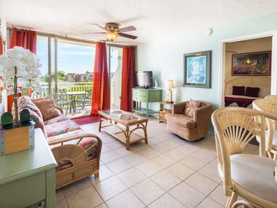 Photo for Shared pool & hot tub, parking spot, balcony - one dog ok! Family friendly!