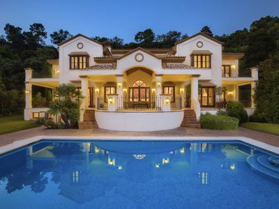 Photo for Luxury 4 bedrooms villa with gym, sauna and pool table